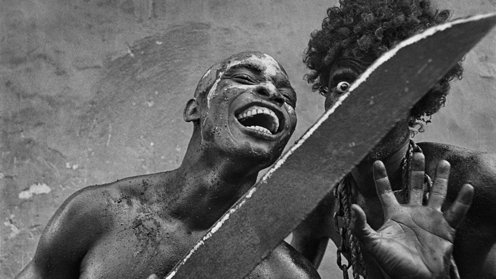 'Encadenat',  Haití, Carnaval de Jacmel', de Cristina García Rodero