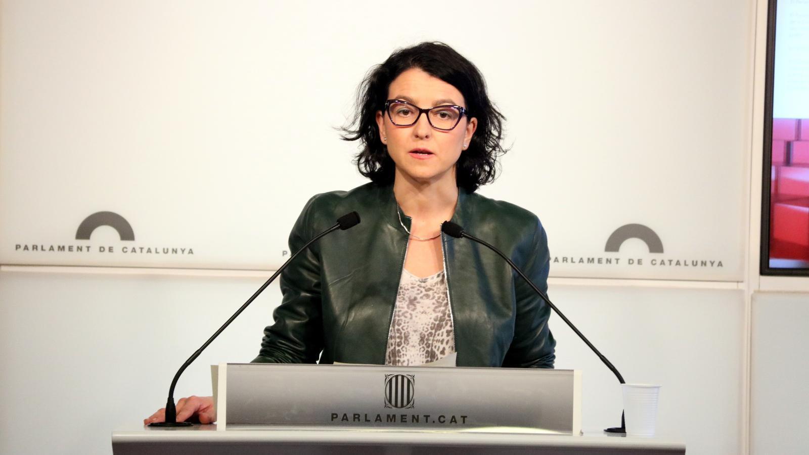 [PSC] Eva Granados: «El Govern no puede seguir ni un minuto más en el poder, y deben dimitir de inmediato» Portaveu-PSC-Parlament-Eva-Granados_1949215246_51836459_1500x1000