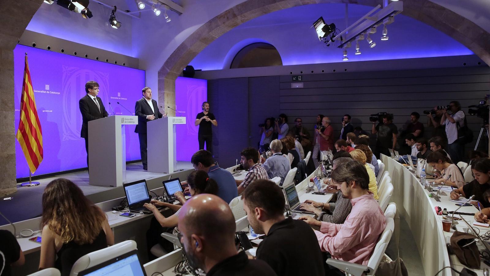 Puigdemont relleva quatre càrrecs per esvair els dubtes sobre l'1-O