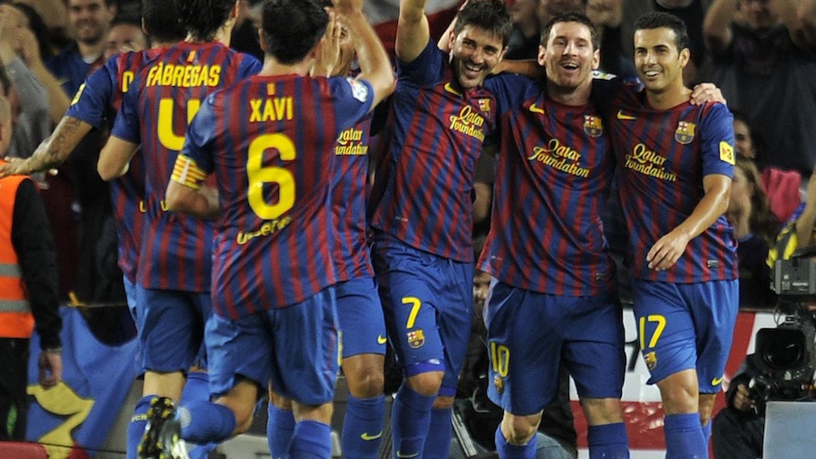 Villa celebra el primer gol del Barça amb els seus companys.