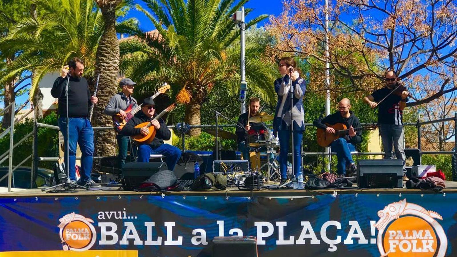 El grup Ballugall, durant una de les seves actuacions.
