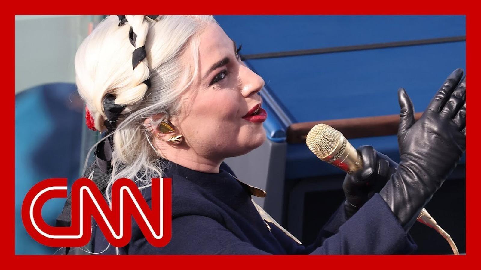 Lady Gaga canta l'himne nacional dels Estats Units a la investidura de Joe Biden.