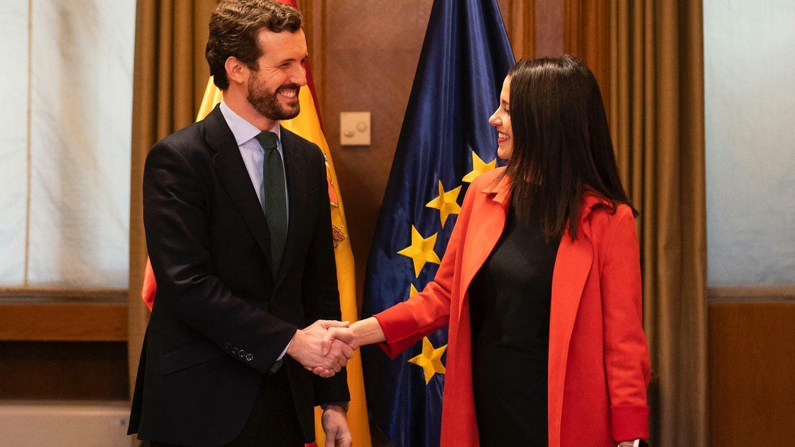 El líder del PP, Pablo Casado, i la portaveu de Cs al Congrés, Inés Arrimadas, en una reunió a la cambra baixa