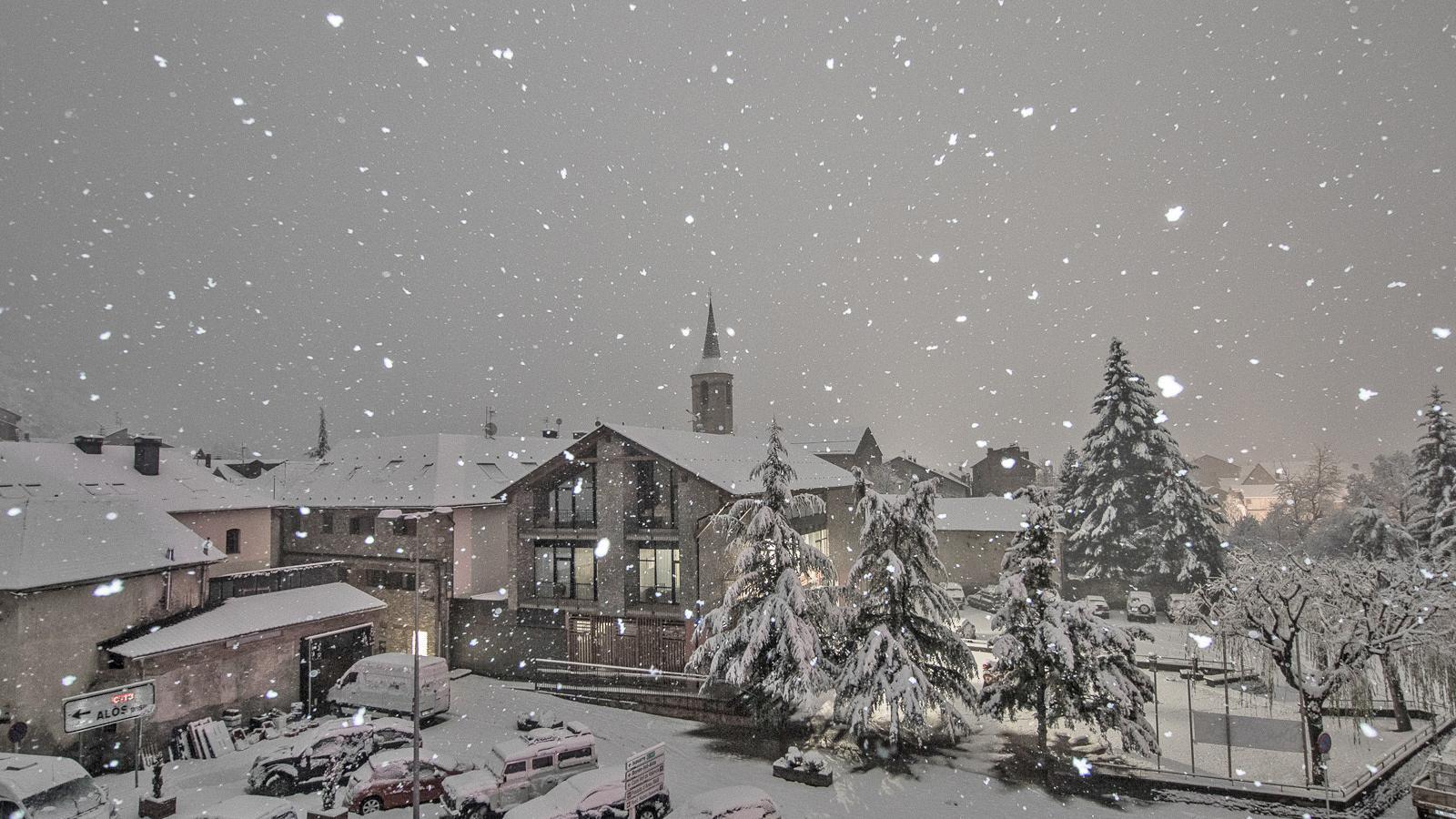Fortes ventades i mig metre de neu nova al Pirineu
