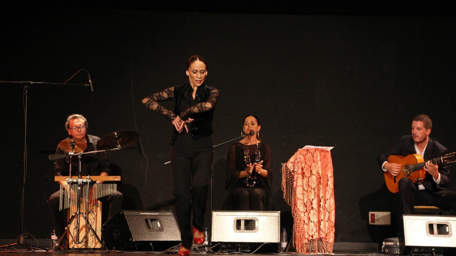 Actuació de Sonia Miranda aquest dimecres a l'ACCO Centre de Congressos d'Ordino./ T. N. (ANA)