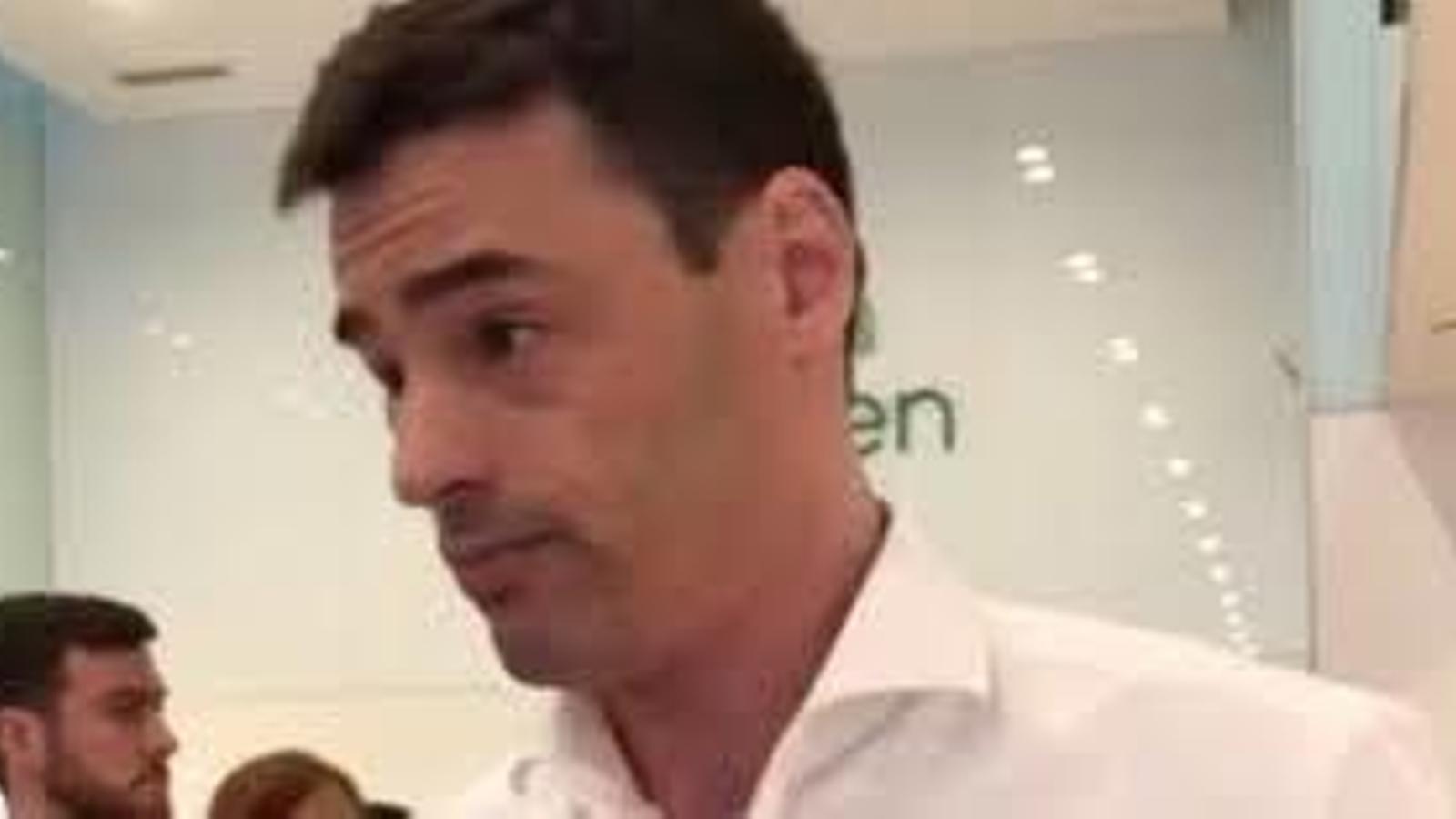 Un advocat amenaça i insulta els treballadors d'un restaurant de Nova York per parlar en espanyol