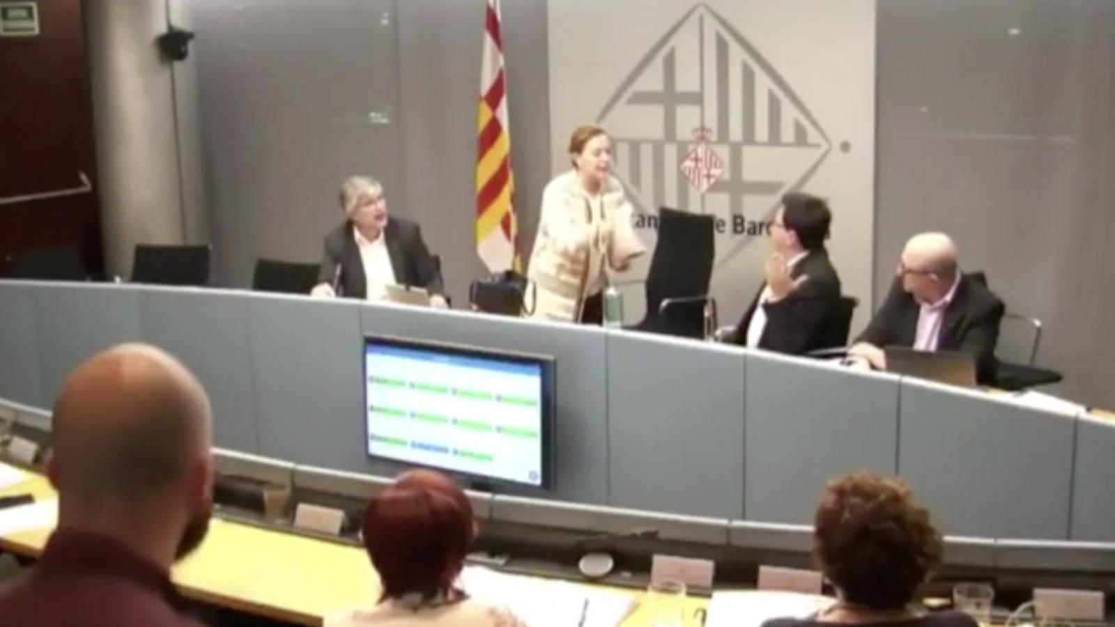 Picabaralla entre Carina Mejías i Gerardo Pisarello en una comissió municipal