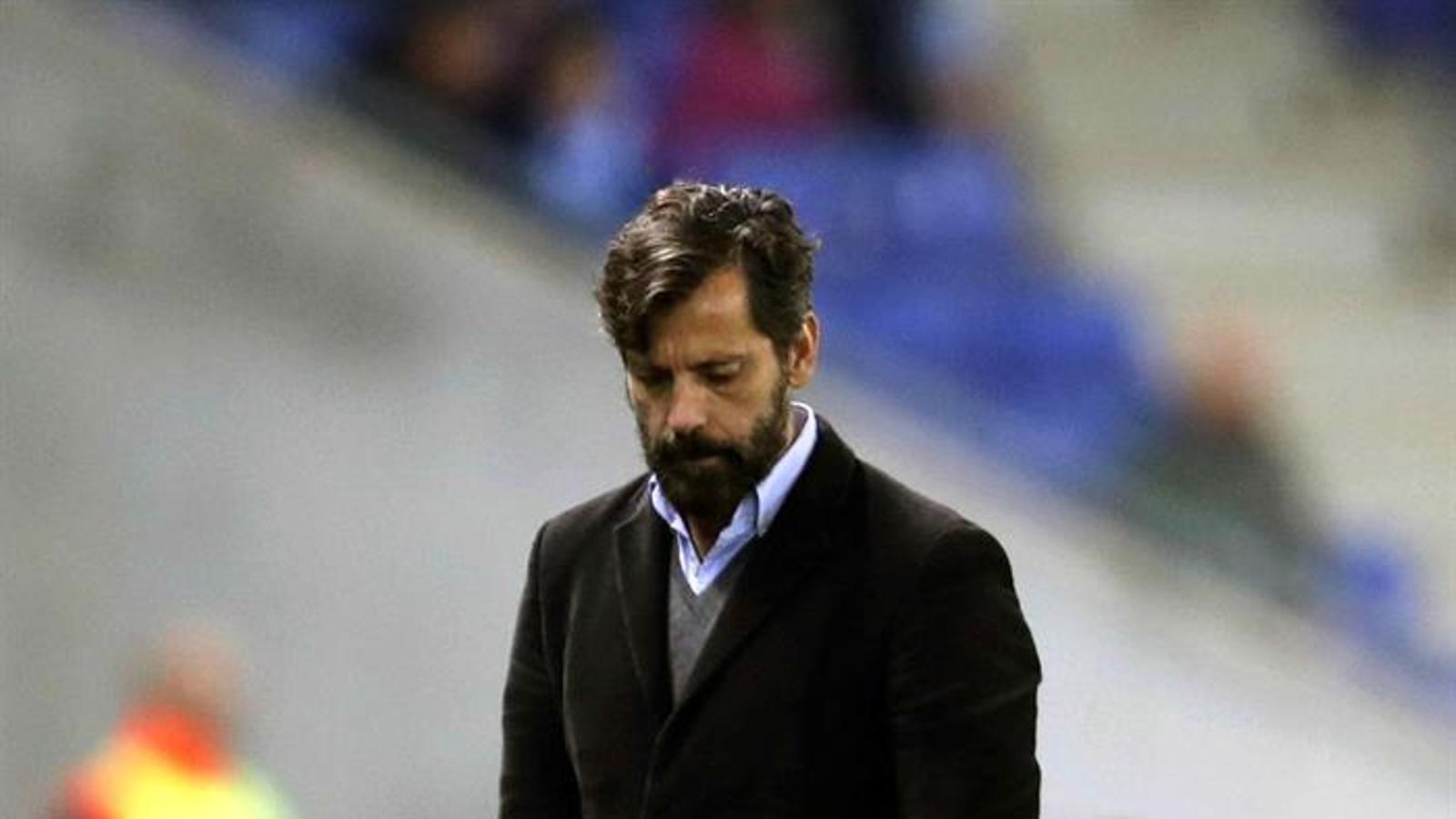 Quique Sánchez Flores, amb rostre seriós en el partit contra el Vila-real