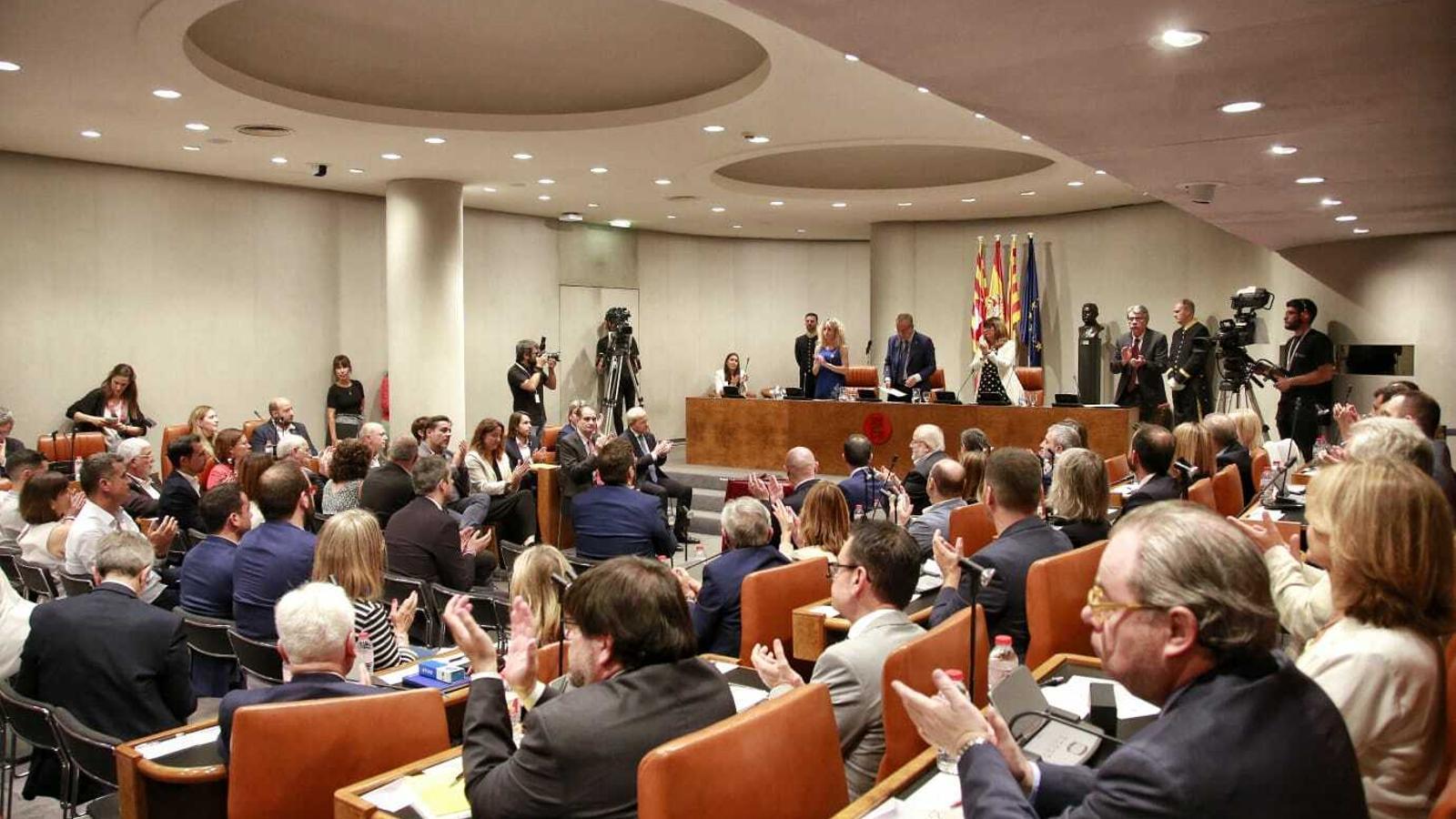 JxCat i el PSC fan efectiu el pacte i escullen Marín presidenta de la Diputació entre protestes de l'ANC