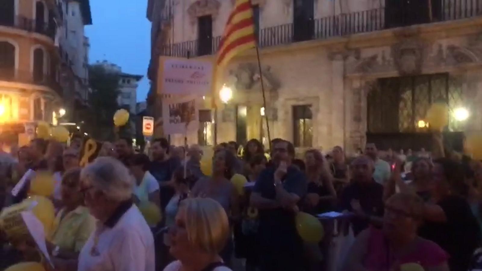 """Crits de """"llibertat presos polítics""""."""