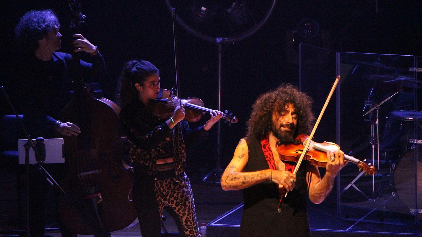 El violinista Ara Malikian, durant l'actuació. / M. F. (ANA)