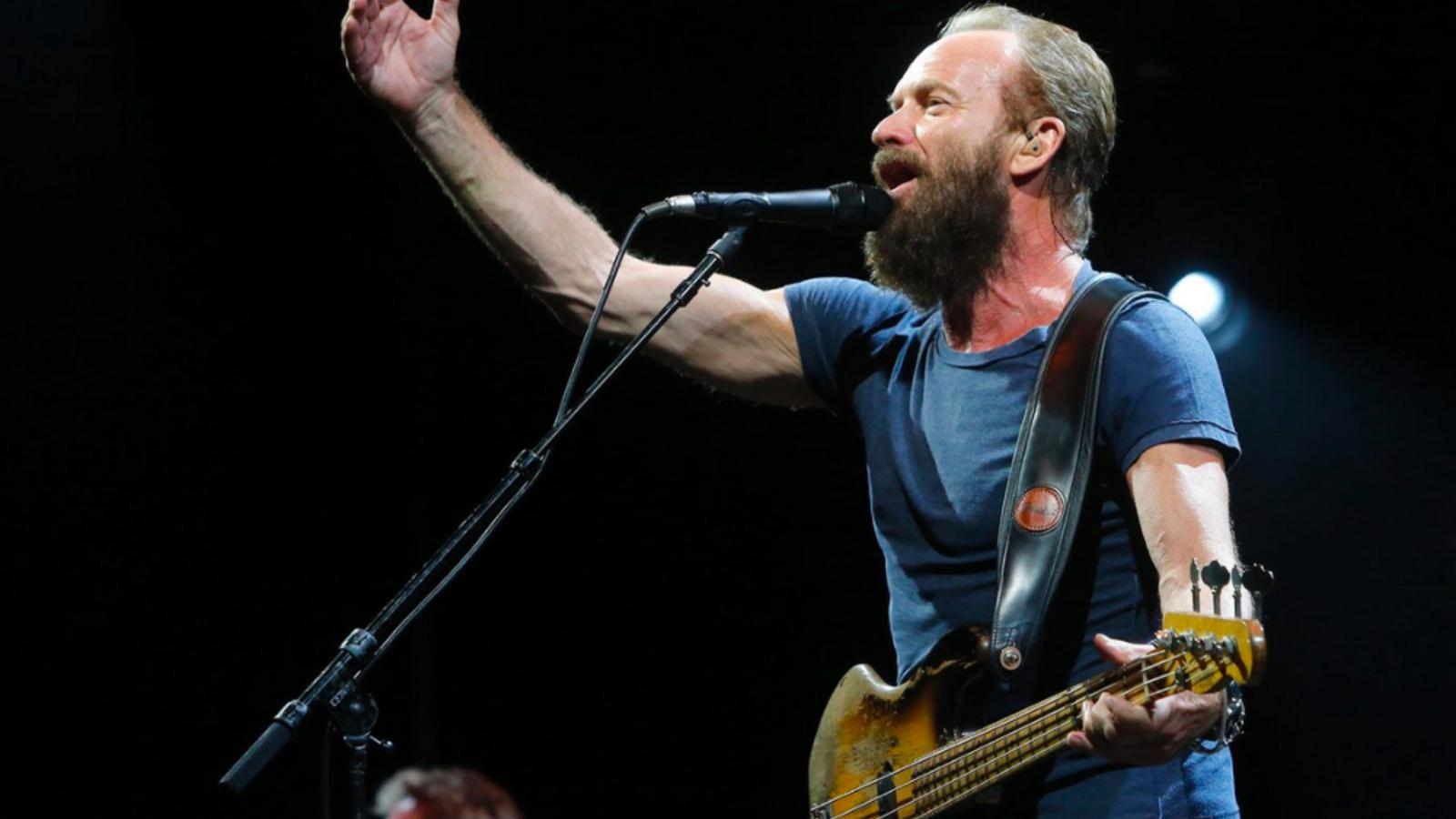 El cantant britànic Sting, durant el concert inaugural de Cap Roig del 2015.