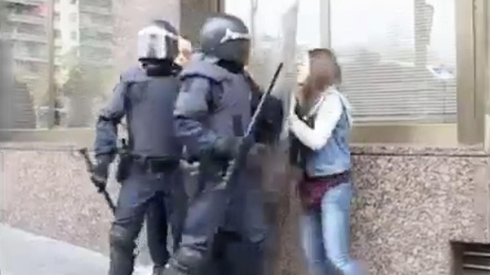 Un menor ferit durant una càrrega dels Mossos a Tarragona pel 14-N