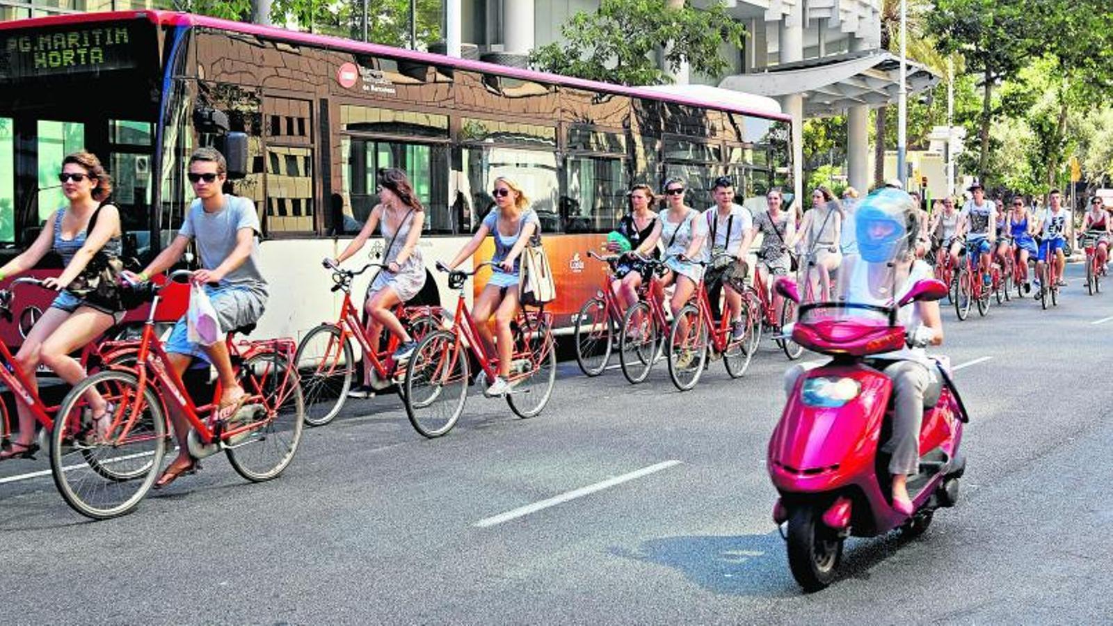 Resultat d'imatges de ciclistes a Barcelona