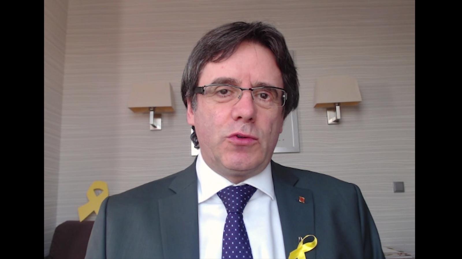 Carles Puigdemont dóna les gràcies als assistents del sopar groc