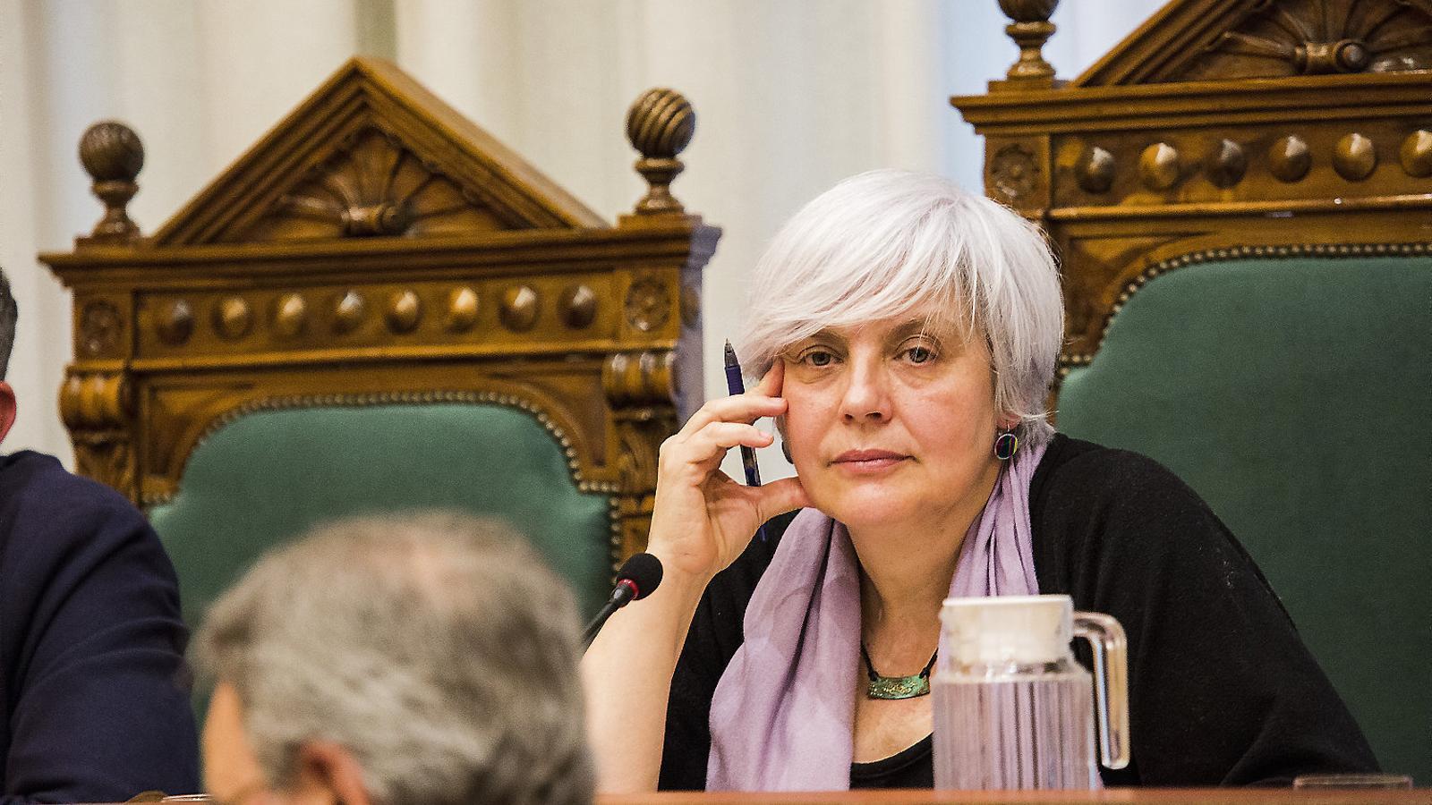 L'alcaldessa Dolors Sabater durant el ple en què va perdre la qüestió de confiança.