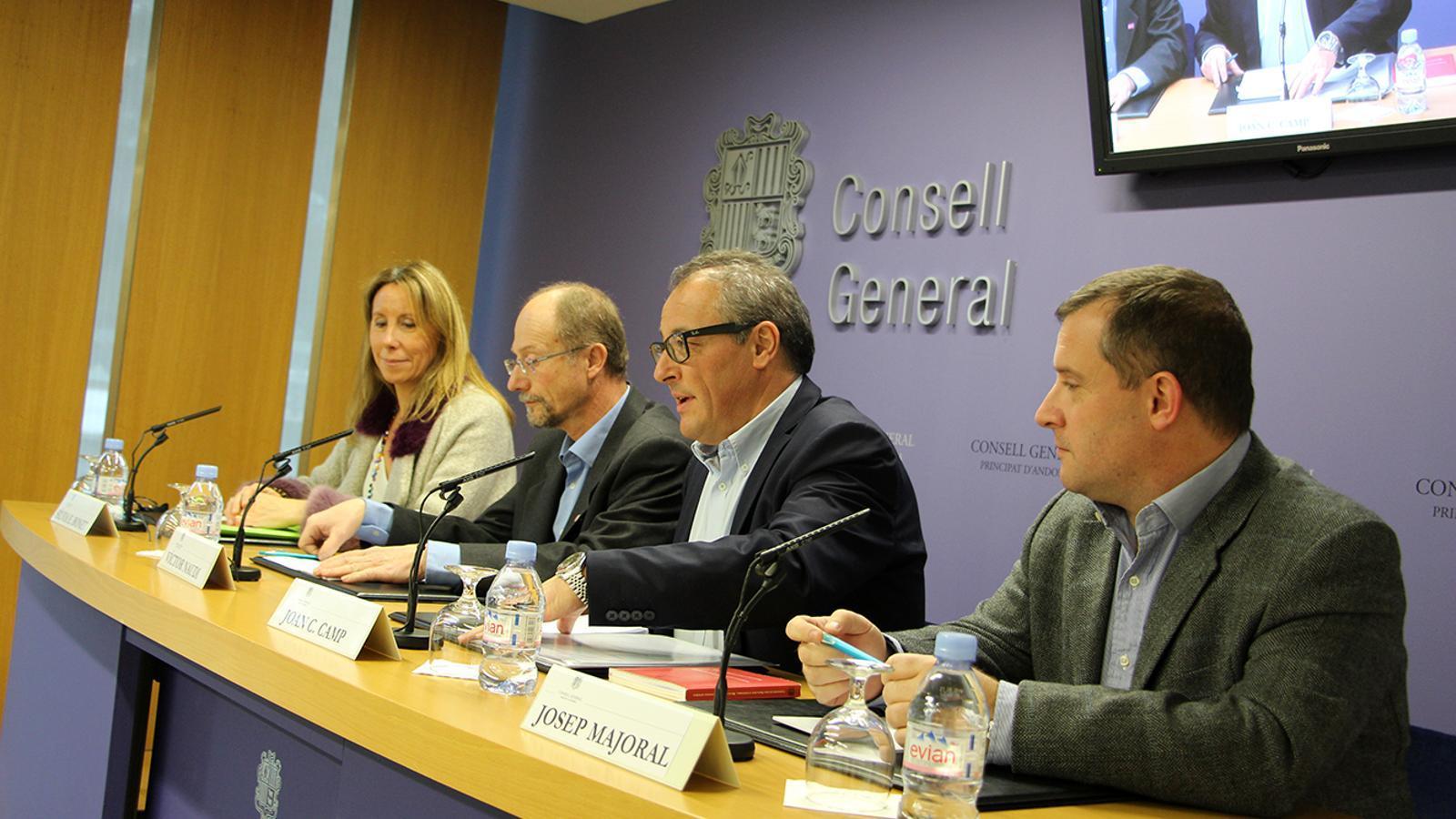 Silvia Bonet, Víctor Naudi, Joan Carles Camp i Josep Majoral durant la roda de premsa d'explicació de la decisió final. / M. M.