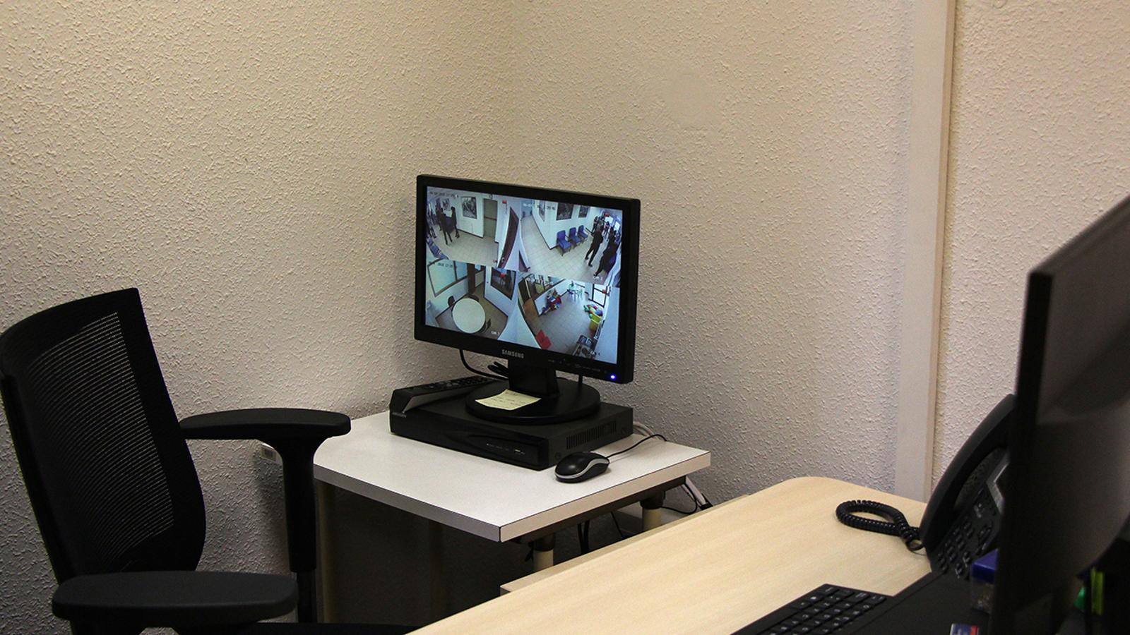 El despatx des del qual es poden controlar les càmeres que hi ha a les sales de visites. / ARXIU ANA