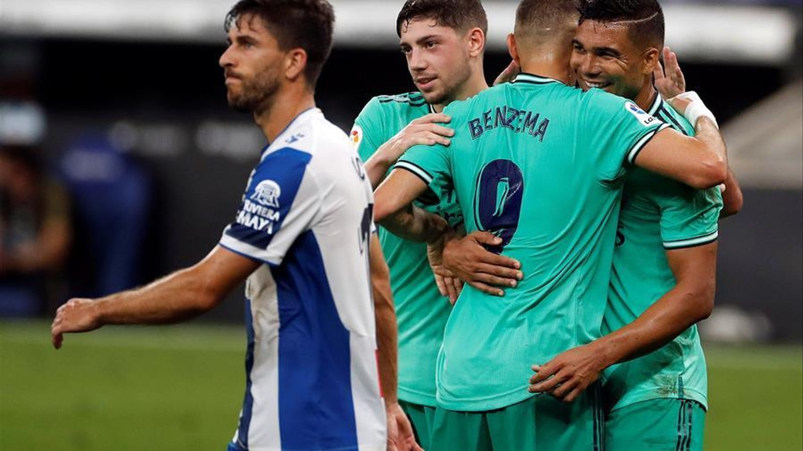 Els jugadors del Madrid celebren el gol de Casemiro contra l'Espanyol