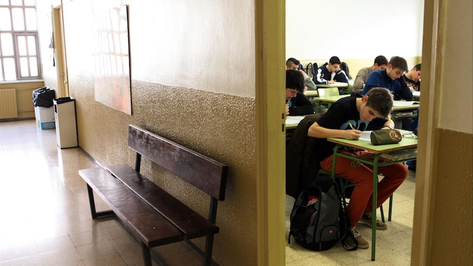 Alumnes de 4t d'ESO de l'Institut Montserrat de Barcelona fan les proves d'avaluació externa / CÈLIA ATSET