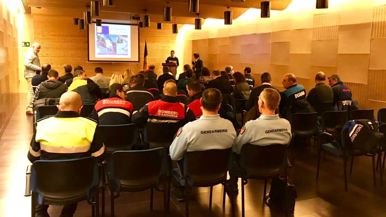Una imatge de la trobada que han mantingut els cossos implicats en la viabilitat hivernal de França i Andorra. / TWITTER PROTECCIÓ CIVIL