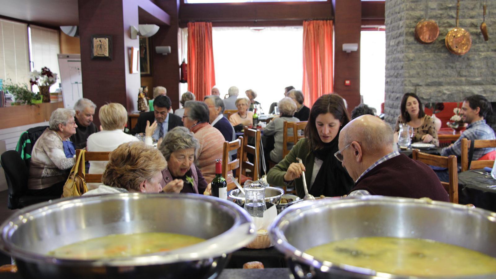 Un moment del dinar per celebrar Sant Antoni que s'ha fet a la Casa Pairal d'Ordino. / COMÚ D'ORDINO