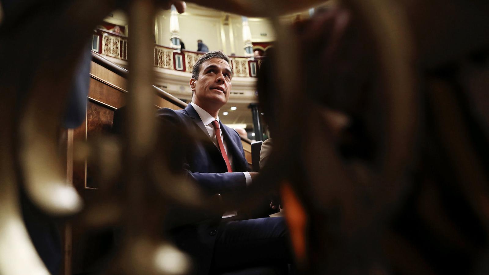 01. El president espanyol, Pedro Sánchez, al Congrés. 02. El vicepresident del Govern, Pere Aragonès.