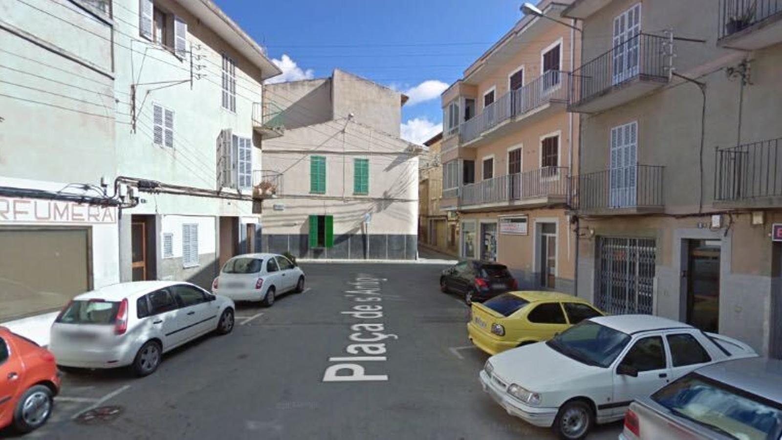La plaça de l'Antigor enllaça les avingudes amb el centre.