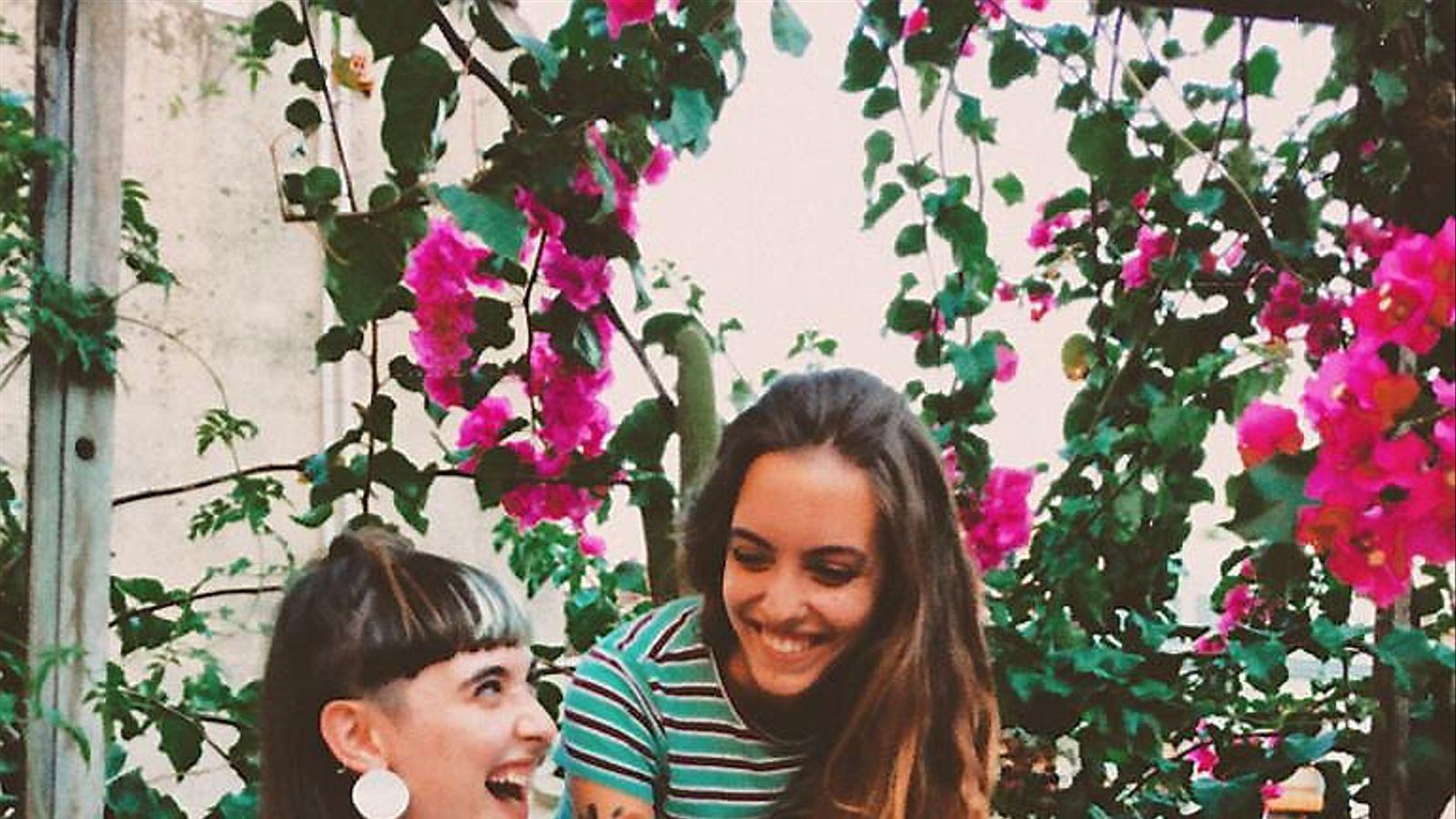 La il·lustradora Queralt Guinart i la cantant Júlia Serrasolsas es van conèixer a través d'Instagram.