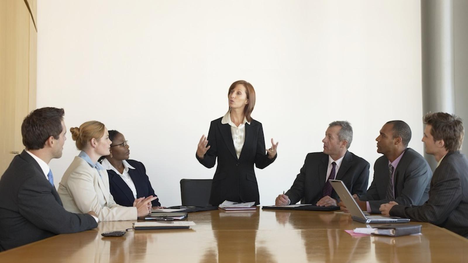 Una dona executiva en una reunió d'empresa / THINKSTOCK