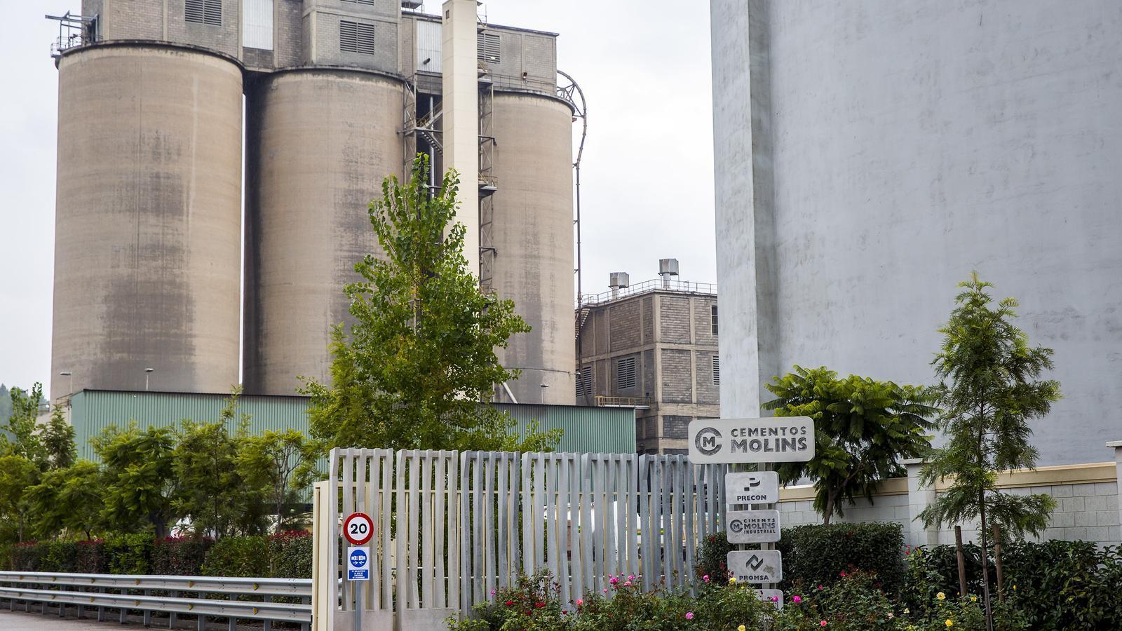 Entrada de les oficines i fàbrica principal de Ciments Molins, a Sant Vicenç dels Horts.