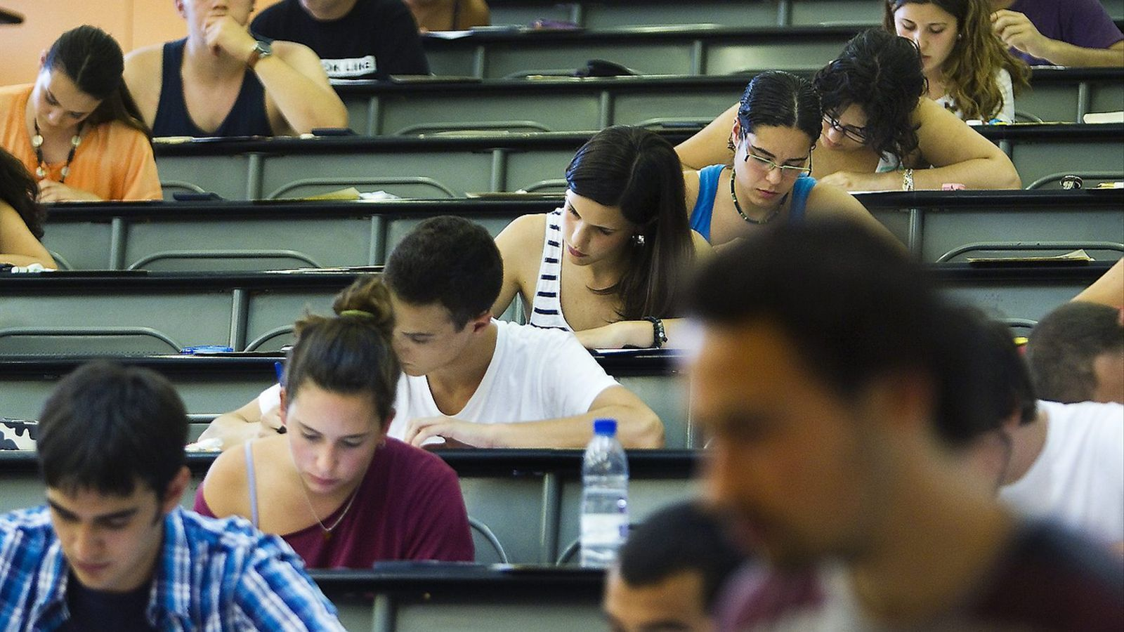 Els estudiants que volen fer educació han de treure una mitjana de cinc en català i castellà a la selectivitat. El 2016 també puntuarà més la prova de matemàtiques.