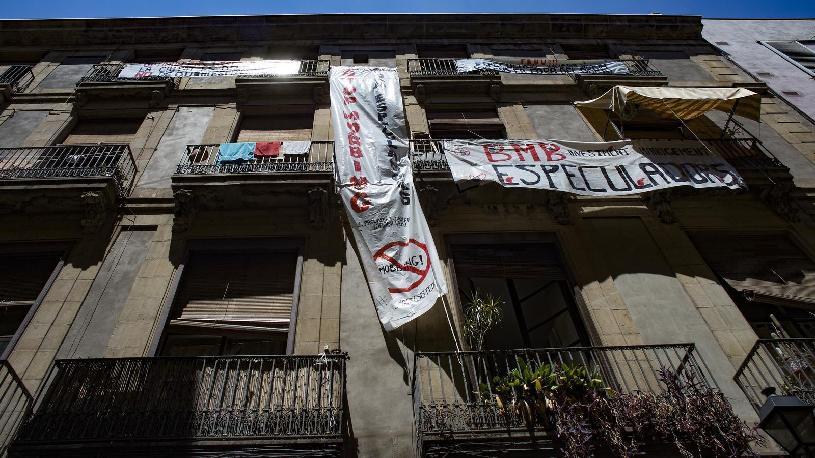 Barcelona comença a perseguir l'assetjament immobiliari