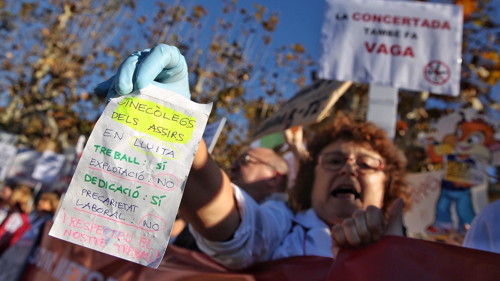 """Els  metges compareixen al Parlament per denunciar la situació de """"maltractament"""" que pateixen"""