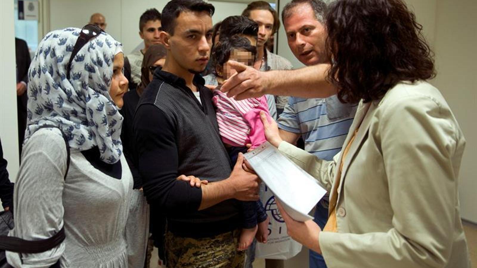 Les famílies de refugiats que avui han arribat a Madrid, en la rebuda a Espanya.