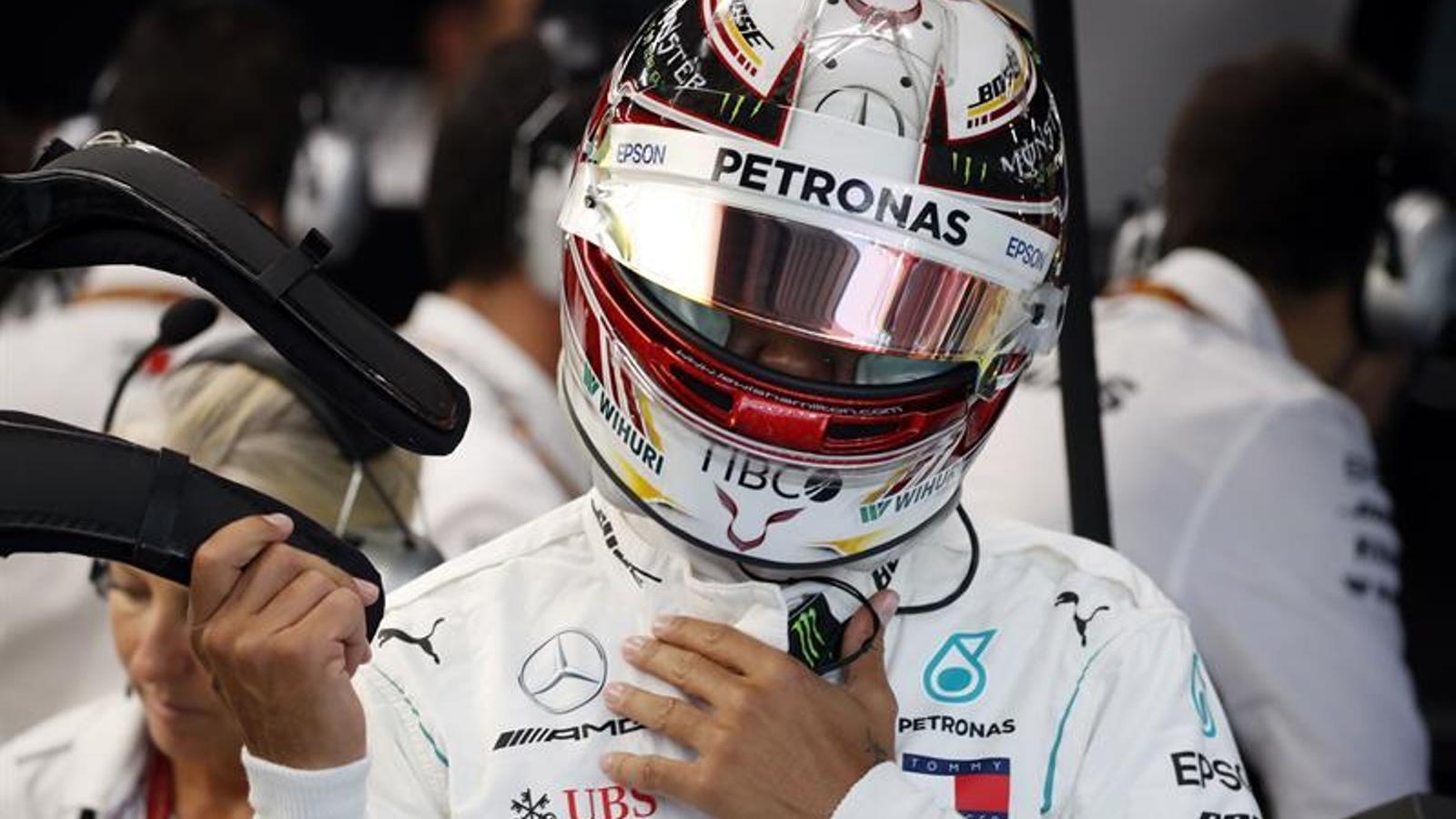 Hamilton es prepara per una de les sessions al circuit de Marina Bay