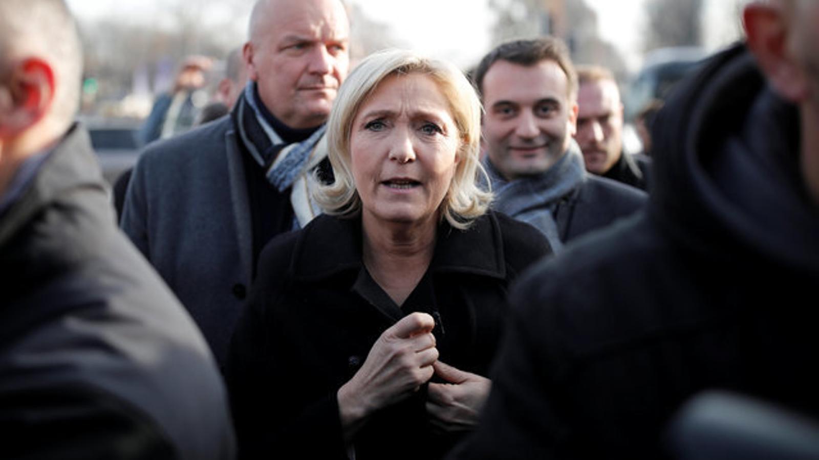 Le Pen en un mercat de Nadal a París aquest dijous.