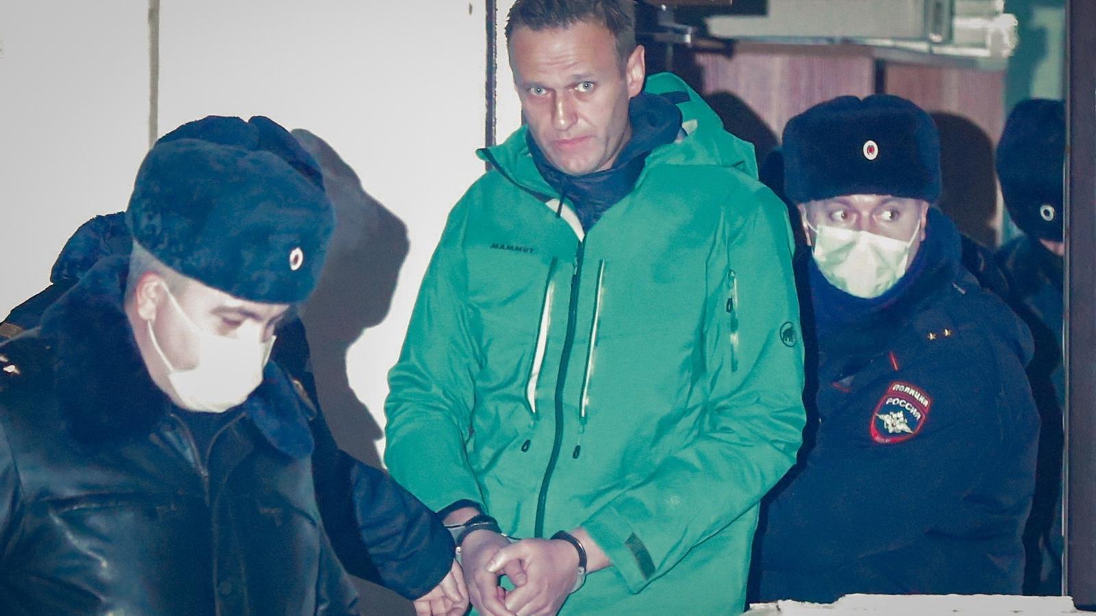 L'Opositor Alexei Navalni surt emmanillat d'una comissaria als afores de Moscou