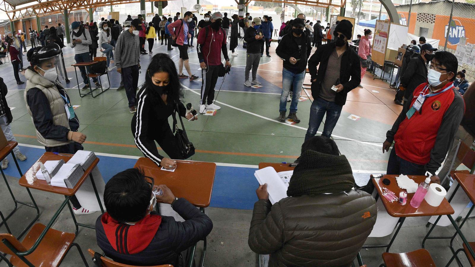 Bolívia vota polaritzada sota l'ombra de Morales i el fantasma del frau