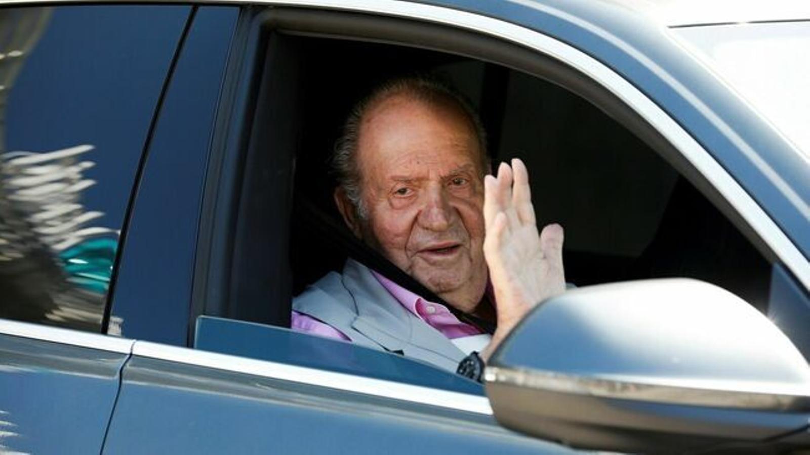 La fugida de Joan Carles I centra l'actualitat informativa a Menorca amb la reacció de pràcticament tots els partits polítics.