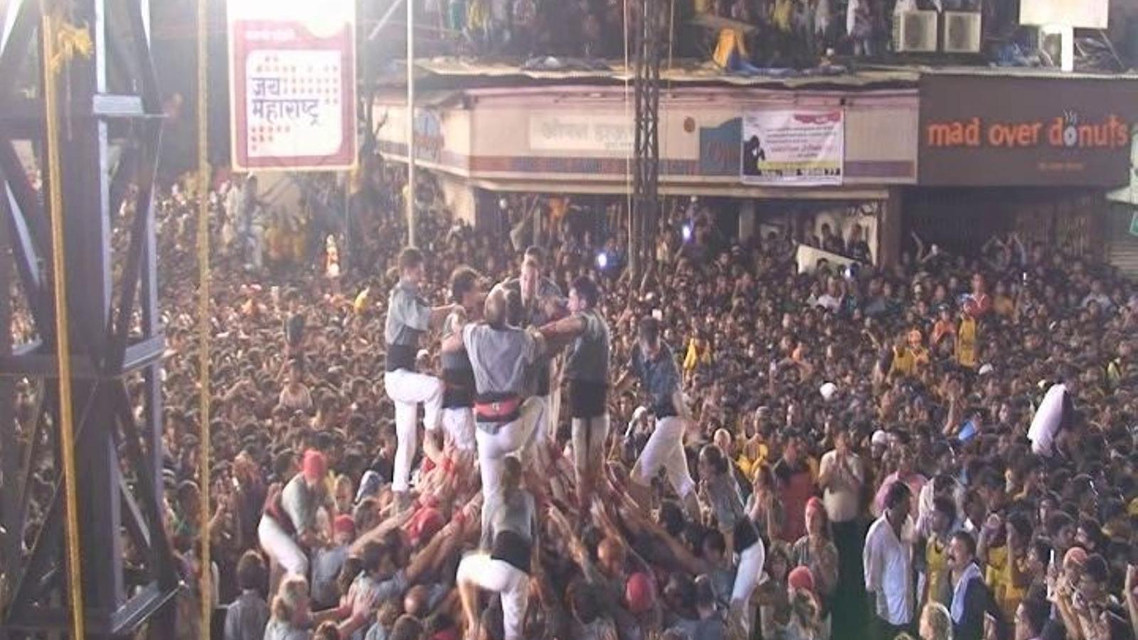 Els Castellers de Sants trenquen el 'handi', com marca la tradició 'govinda' de l'Índia