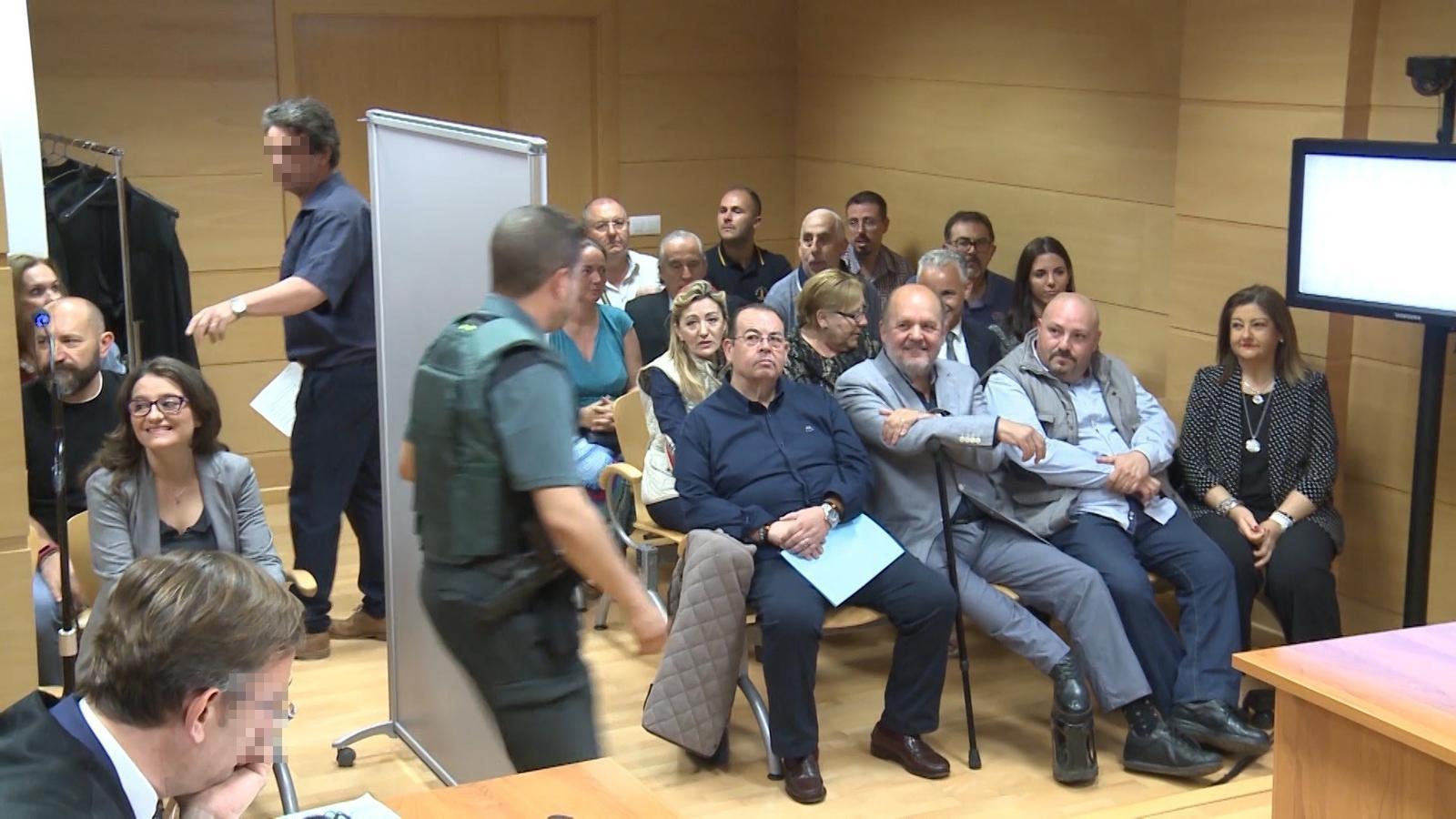 La fiscalia reclama multes d'entre 900 i 1.800 euros per als seguidors d'España 2000 que van assetjar Mónica Oltra