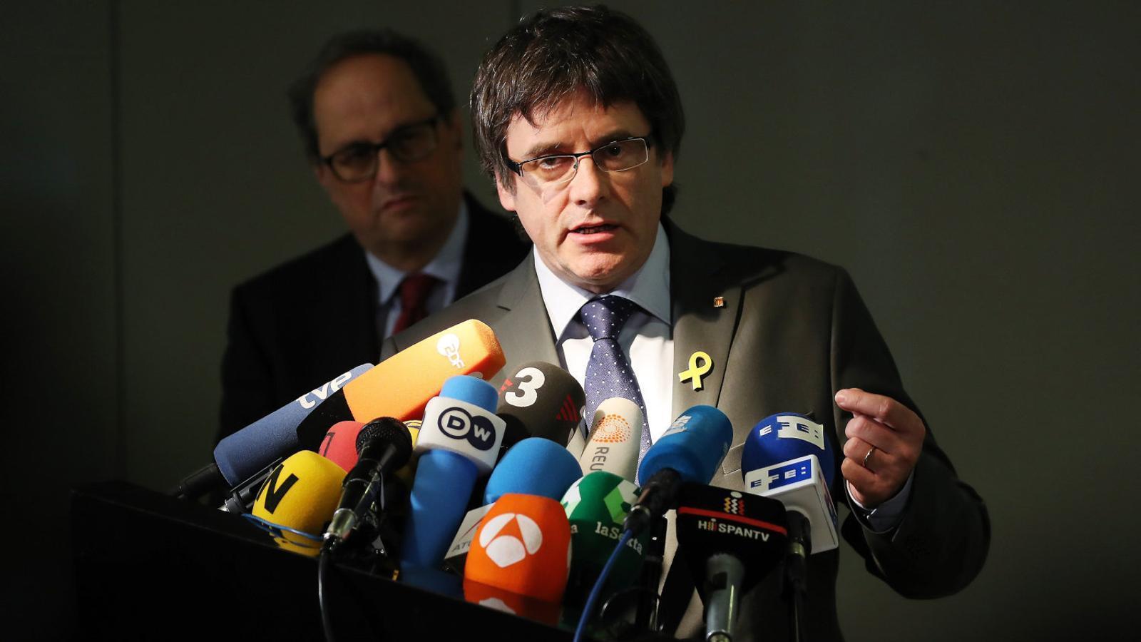 Carles Puigdemont i Quim Torra van protagonitzar una roda de premsa conjunta el 15 de maig a Berlín.