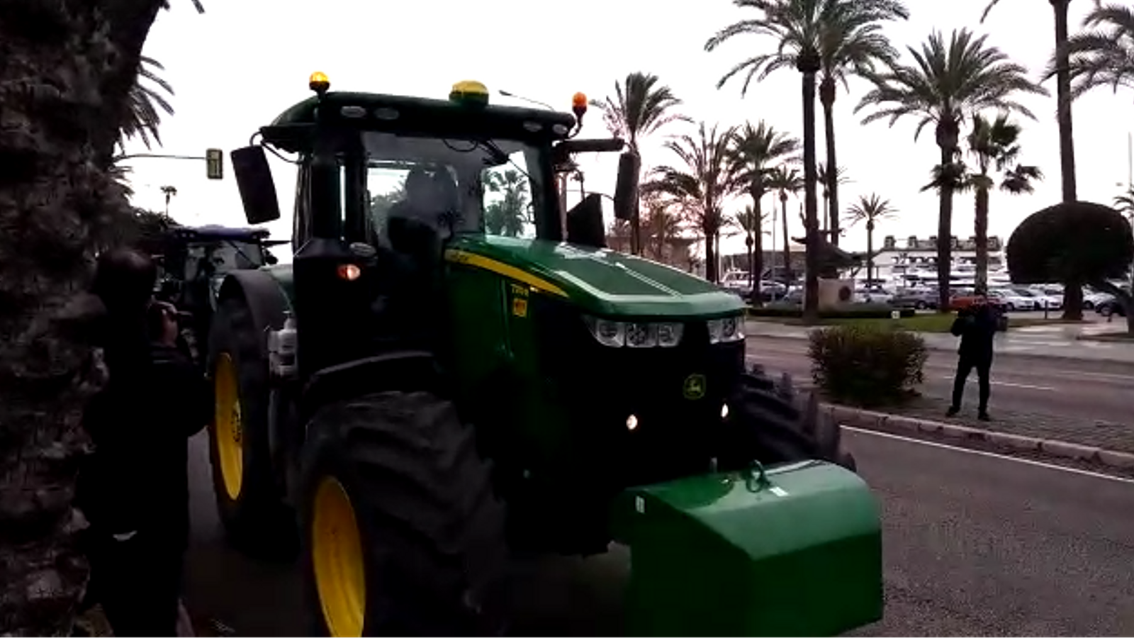 Una quinzena de tractors protesten contra les Zepas