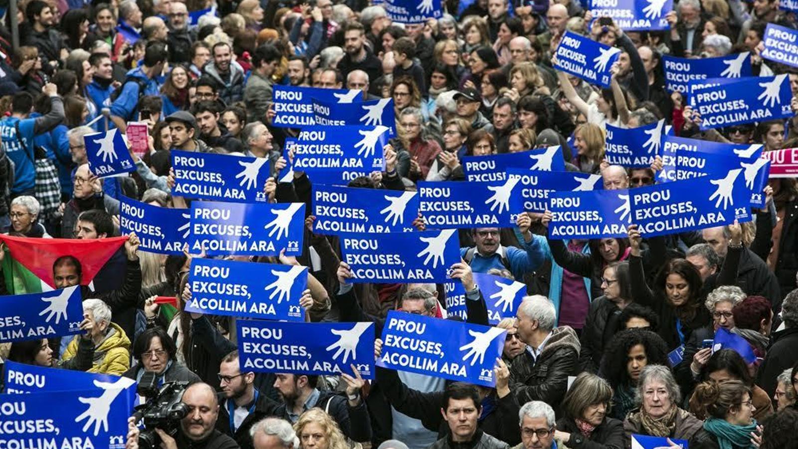 REFUGIADOS-UE II - Página 2 Milers-persones-manifesten-lacollida-refugiats_1744635727_38856088_651x366
