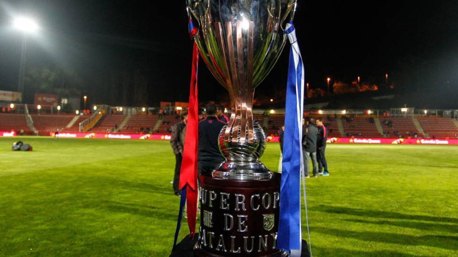El trofeu de la Supercopa de Catalunya
