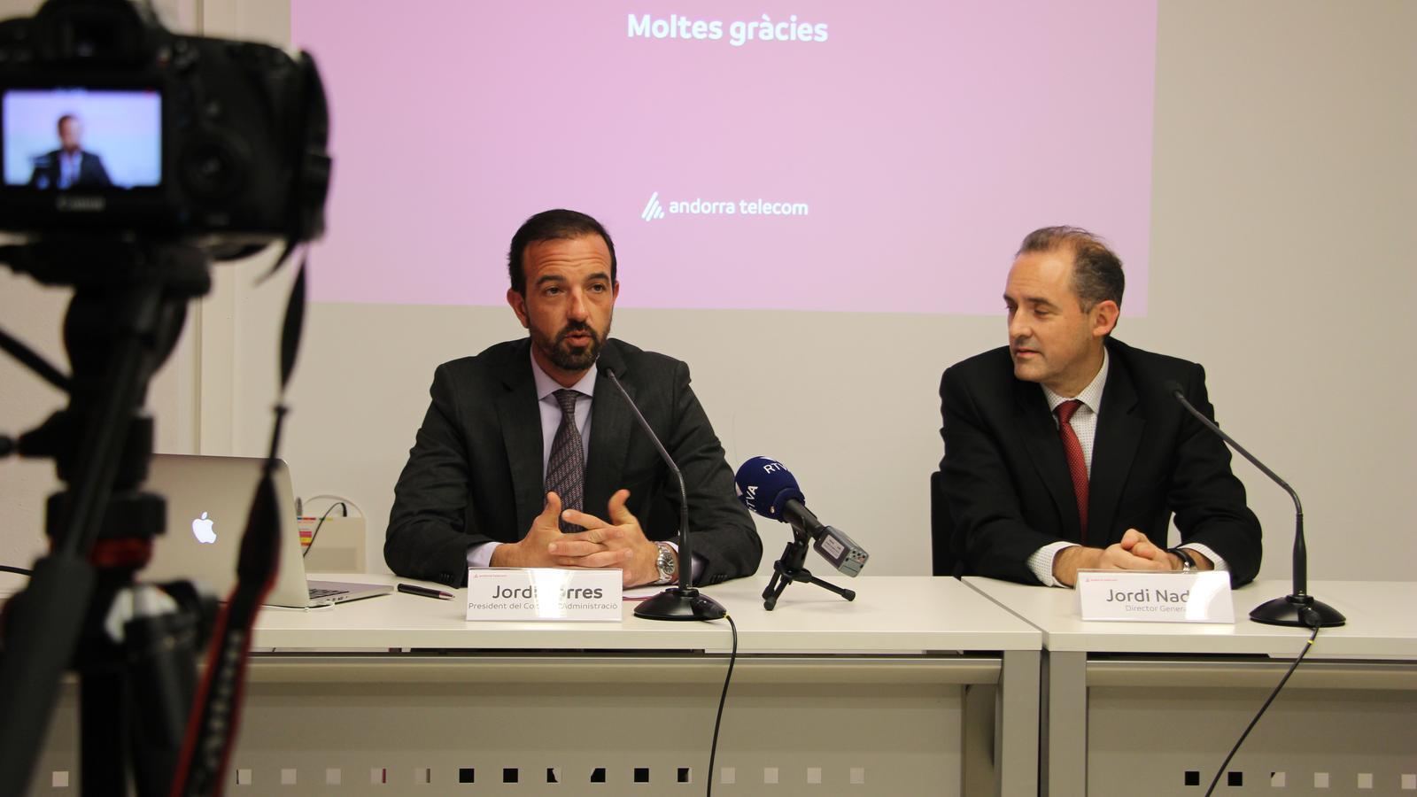 El ministre d'Ordenament Territorial, Jordi Torres, i el director general d'Andorra Telecom, Jordi Nadal, en la roda de premsa per anunciar la venda d'accions d'Avatel. / ANA