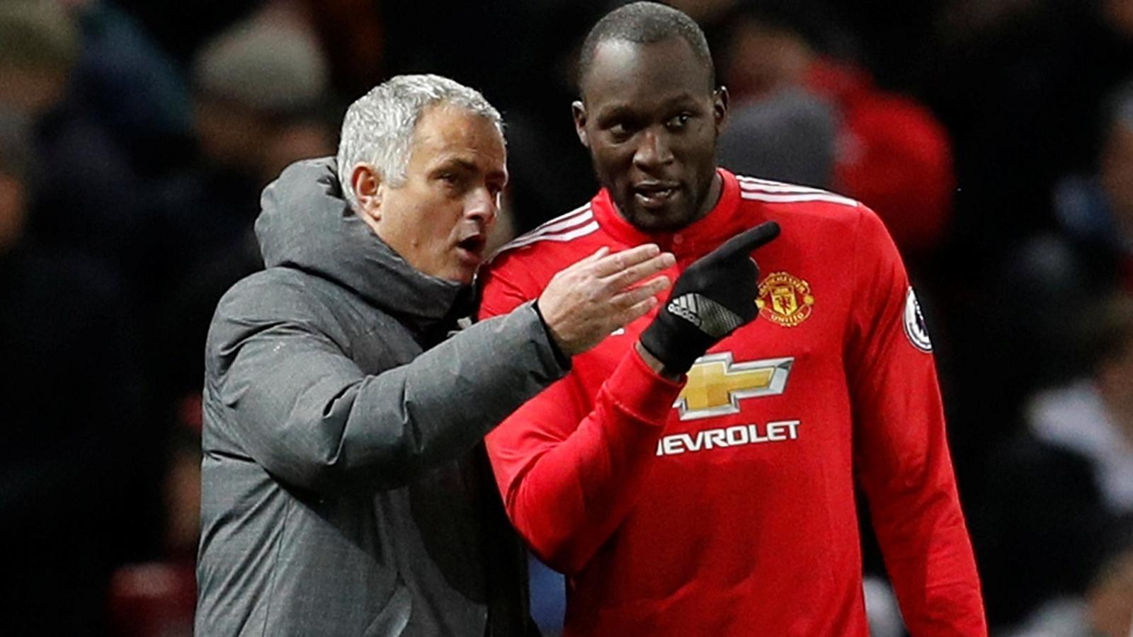 José Mourinho i Romeo Lukaku, durant el Manchester United - Manchester City