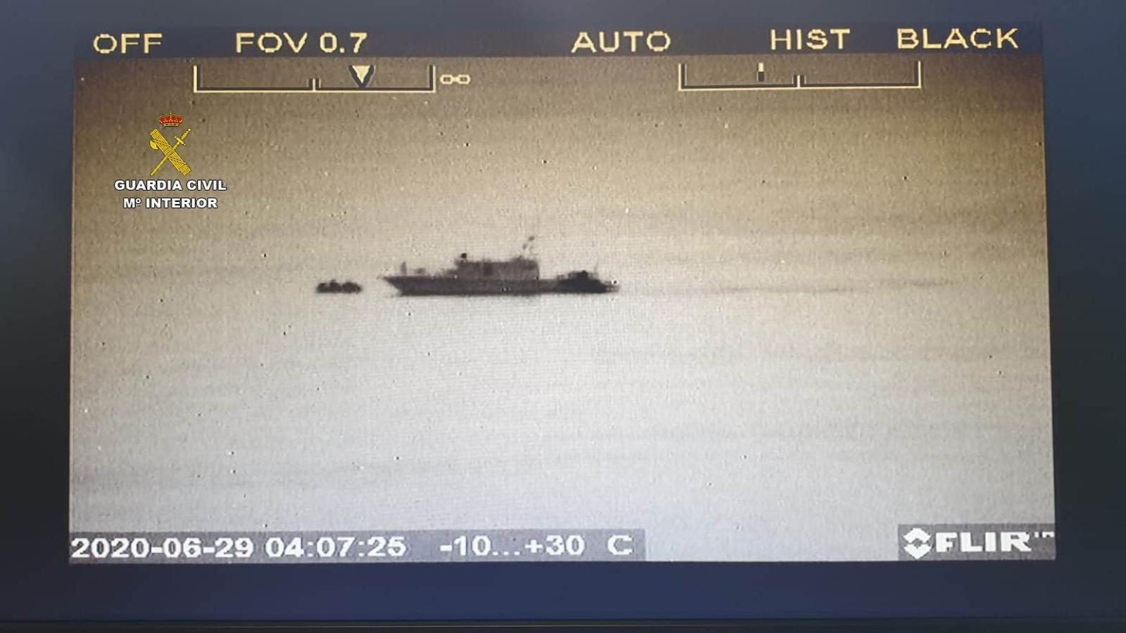 Imatge d'una de les embarcacions que van arribar aquest dilluns a les Illes.