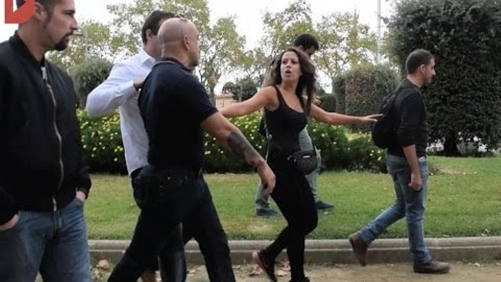 Manifestants d'ultradreta amenacen els periodistes